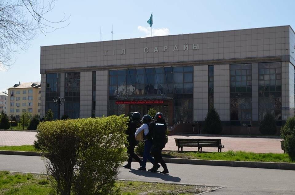 В Талдыкоргане в районе Дома дружбы проходит антитеррористическое учение, фото-2