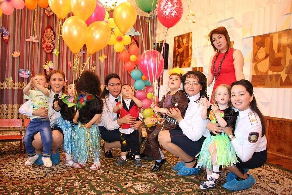 """Талдыкорганский """"Дом малютки"""" посетили женщины-полицейские на День защиты детей, фото-1"""