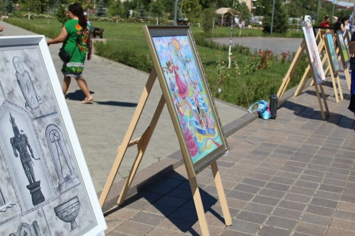 Картинную галерею развернули юные художники на праздник в Талдыкоргане, фото-5