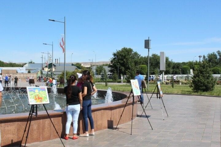 Картинную галерею развернули юные художники на праздник в Талдыкоргане, фото-4
