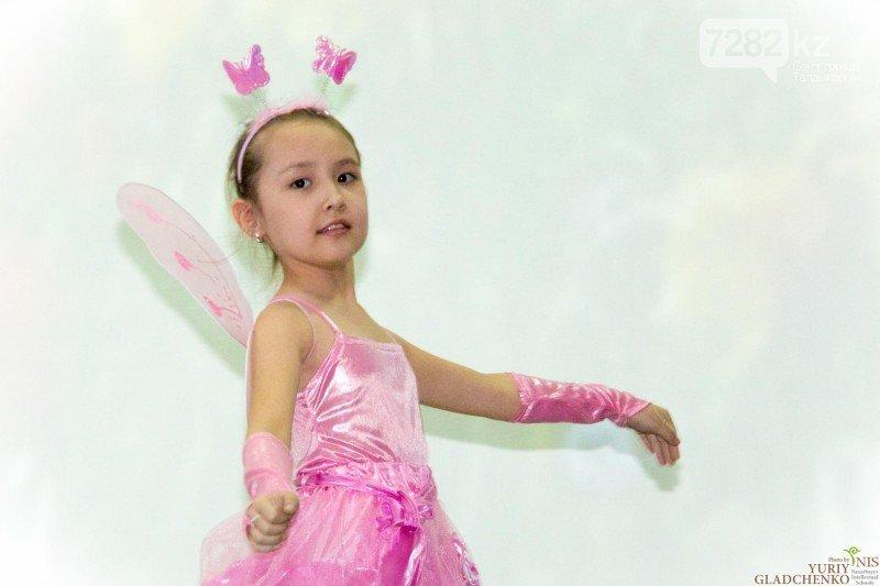 В честь Дня 8 Марта в Назарбаевской школе Талдыкоргана поздравляли любимых женщин, фото-1