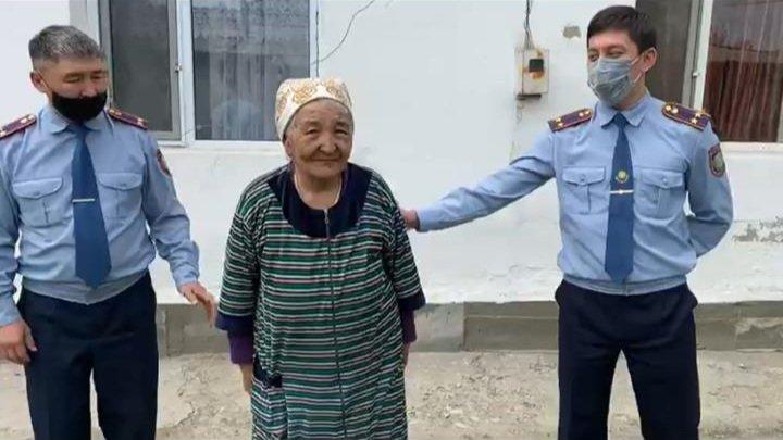 Полицейские Алматинской области навестили пенсионеров и многодетные семьи, фото-2